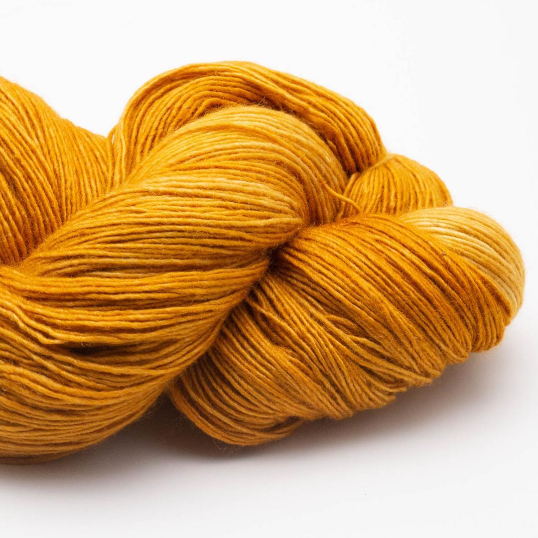 Manos del Uruguay Silk Blend Fino Gilt